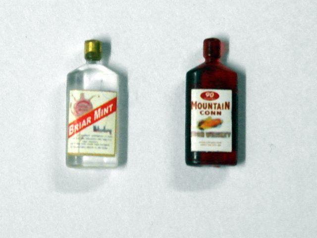 キッチン・ダイニング小物 ドリンク 酒 セット 英国より直輸入  12分の1サイズの ドールハウス・アクセサリーです。