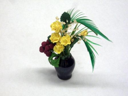ガーデン小物 花瓶・鉢等 フラワーアレンジメント 英国より直輸入 12分の1サイズの ドールハウス・アクセサリーです。
