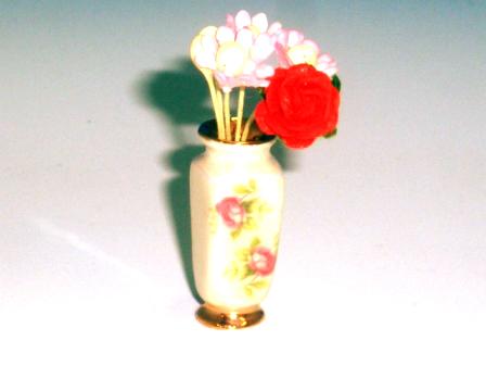 ガーデン小物 花瓶・鉢等 花瓶(花柄)花入り 英国より直輸入 12分の1サイズの ドールハウス・アクセサリーです。