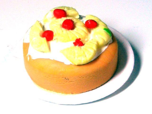 キッチン・ダイニング小物 スィーツ/デザート パイナップルケーキ 英国より直輸入 12分の1サイズの ドールハウス・アクセサリーです。