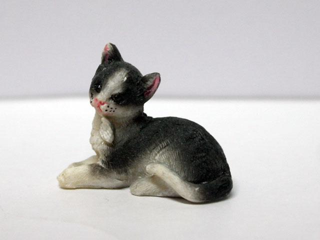 ガーデン小物 動物/ペット用品 ペット 猫 英国より直輸入  12分の1サイズの ドールハウス・アクセサリーです。