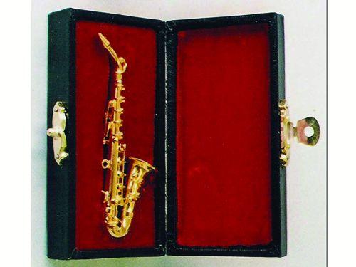 リビング小物 楽器 1_12 サックスフォン 英国より直輸入  12分の1サイズの ドールハウス・アクセサリーです。