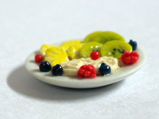 キッチン・ダイニング小物 スィーツ/デザート デザート 英国より直輸入  12分の1サイズの ドールハウス・アクセサリーです。