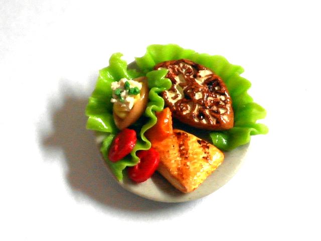 キッチン・ダイニング小物 フード サラダ・プレート 英国より直輸入  12分の1サイズの ドールハウス・アクセサリーです。
