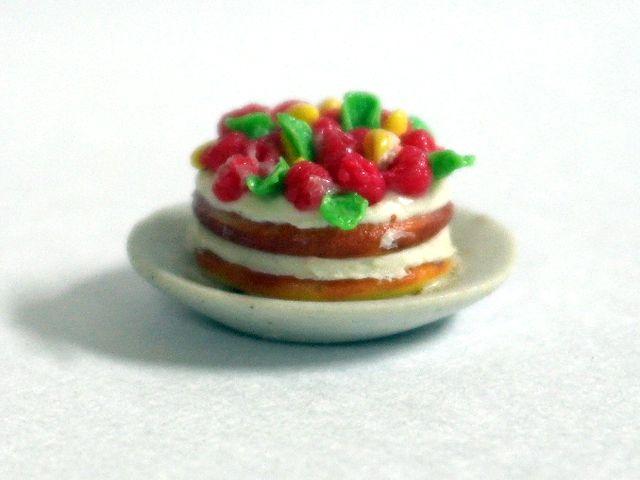 キッチン・ダイニング小物 スィーツ/デザート パイ&ケーキ 英国より直輸入  12分の1サイズの ドールハウス・アクセサリーです。