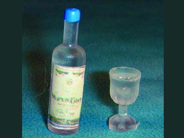 キッチン・ダイニング小物 ドリンク お酒ボトル&グラス 英国より直輸入  12分の1サイズの ドールハウス・アクセサリーです。
