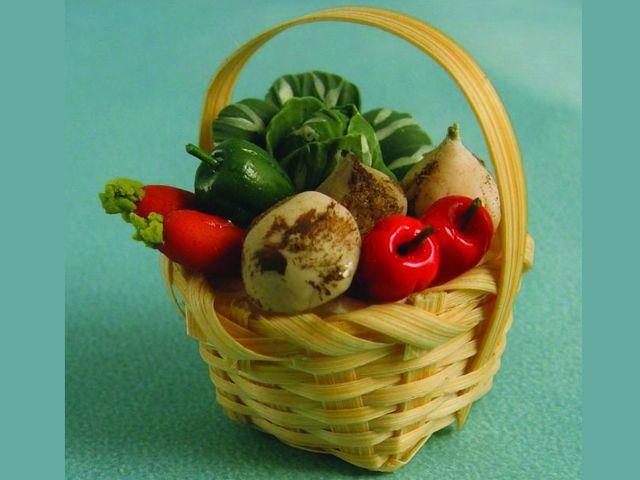 キッチン・ダイニング小物 フード かご入り野菜 英国より直輸入  12分の1サイズの ドールハウス・アクセサリーです。