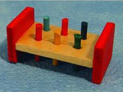 リビング小物 ナーサリー /キッズ小物 ハンマー&ペグ(おもちゃ) 英国より直輸入  12分の1サイズの ドールハウス・アクセサリーです。