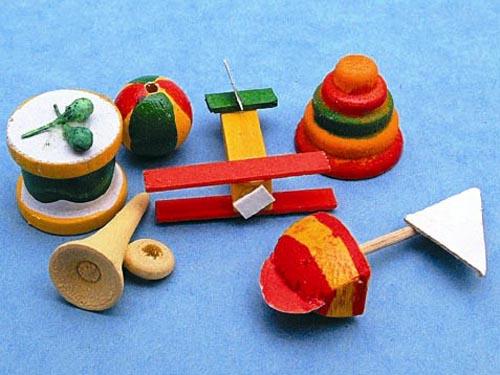 リビング小物 ナーサリー /キッズ小物 木のおもちゃセット 英国より直輸入  12分の1サイズの ドールハウス・アクセサリーです。