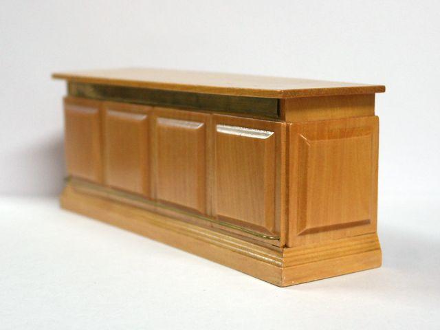 家具 ショップディスプレィ家具 パブ カウンター 英国より直輸入  12分の1サイズの ドールハウス家具です。