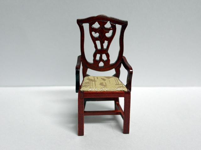 家具 ソファー・チェア類 チッペンデール  ダイニングチェア  (アーム)マホガニー 英国より直輸入  12分の1サイズの ドールハウス家具です。