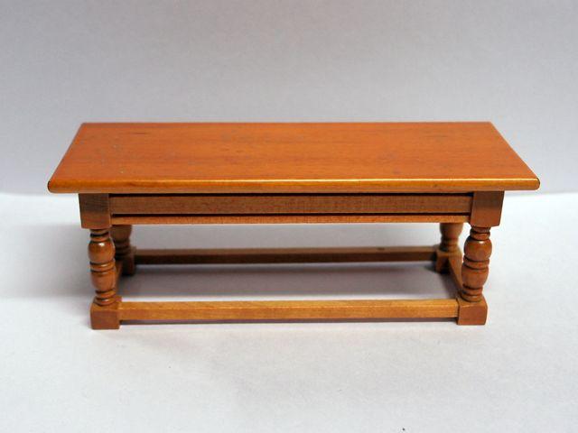 家具 キッチン・ダイニング家具 チューダーテーブル 英国より直輸入  12分の1サイズの ドールハウス家具です。