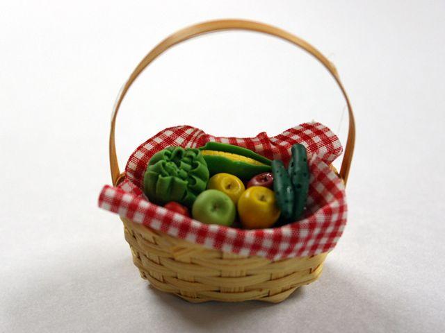 キッチン・ダイニング小物 フード 野菜バスケット 英国より直輸入 12分の1サイズの ドールハウス・アクセサリーです。