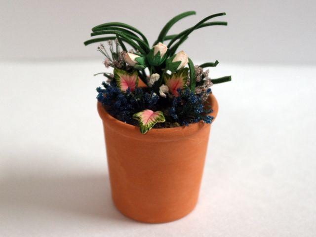ガーデン小物 花瓶・鉢等 プラント 英国より直輸入 12分の1サイズの ドールハウス・アクセサリーです。