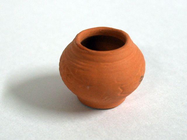 ガーデン小物 花瓶・鉢等 テラコッタ ポット 英国より直輸入 12分の1サイズの ドールハウス・アクセサリーです。