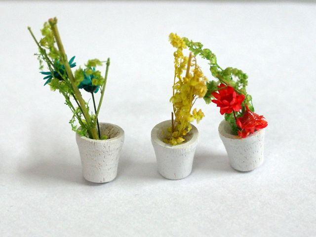 ガーデン小物 花瓶・鉢等 鉢植え 3鉢セット 英国より直輸入 12分の1サイズの ドールハウス・アクセサリーです。
