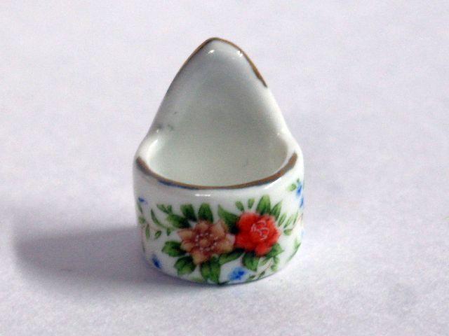 ガーデン小物 花瓶・鉢等 壁掛けプランター 英国より直輸入 12分の1サイズの ドールハウス・アクセサリーです。