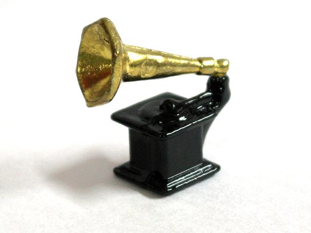 リビング小物 その他のリビング・アクセサリー グラマーフォン(蓄音機) 英国より直輸入 12分の1サイズの ドールハウス・アクセサリーです。
