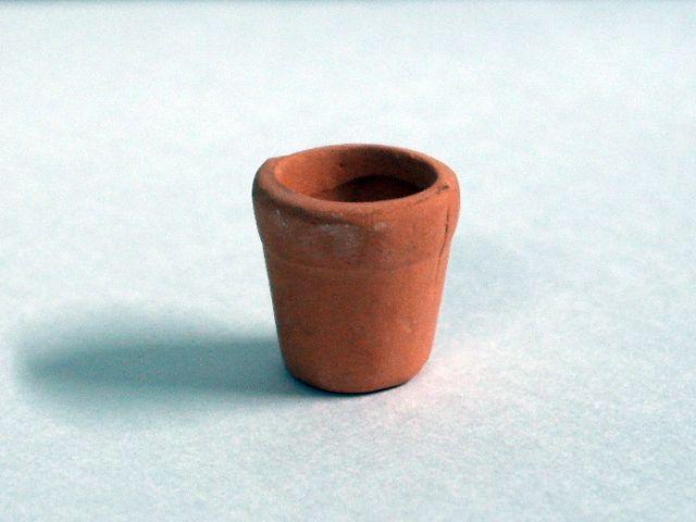 ガーデン小物 花瓶・鉢等 鉢 テラコッタ 英国より直輸入 12分の1サイズの ドールハウス・アクセサリーです。