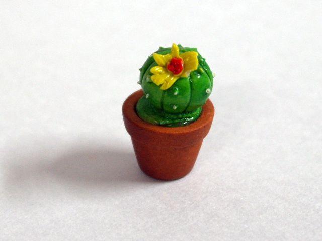ガーデン小物 花瓶・鉢等 サボテン鉢 英国より直輸入 12分の1サイズの ドールハウス・アクセサリーです。