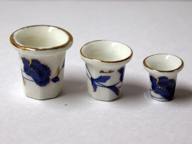 ガーデン小物 花瓶・鉢等 陶器 鉢3ヶセット 英国より直輸入 12分の1サイズの ドールハウス・アクセサリーです。