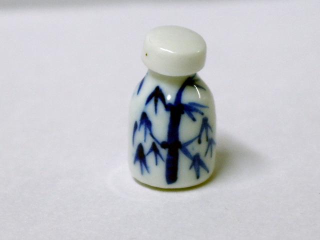 リビング小物 バスルーム小物 陶器 英国より直輸入 12分の1サイズの ドールハウス・アクセサリーです。
