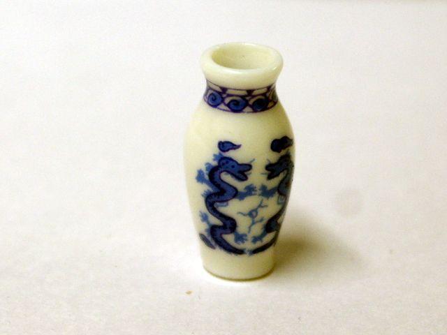 ガーデン小物 花瓶・鉢等 花瓶 英国より直輸入 12分の1サイズの ドールハウス・アクセサリーです。