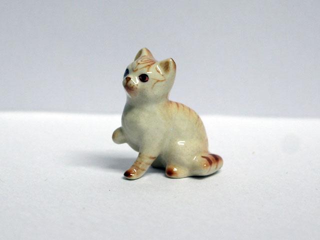 ガーデン小物 動物/ペット用品 ペット 猫 陶器 英国より直輸入 12分の1サイズの ドールハウス・アクセサリーです。