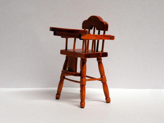 家具 ナーサリー /キッズ家具 ハイチェア (ベビーチェア) 英国より直輸入  12分の1サイズの ドールハウス家具です。