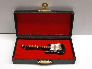 1/12サイズのドールハウス用ミニチュア アイバニーズ ギター ブラック