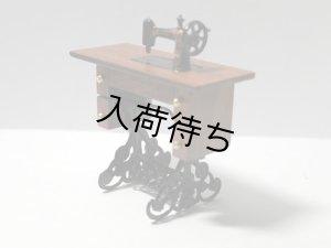 画像2: 足踏みミシン