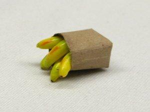 画像2: 紙袋入り果物(バナナ)
