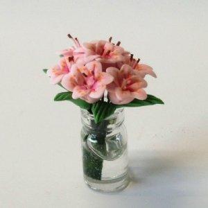 """画像1: ガラス花瓶入り""""ユリの花"""""""