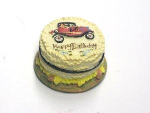 1/12サイズのドールハウス用ミニチュアバースディ ケーキ 自動車です